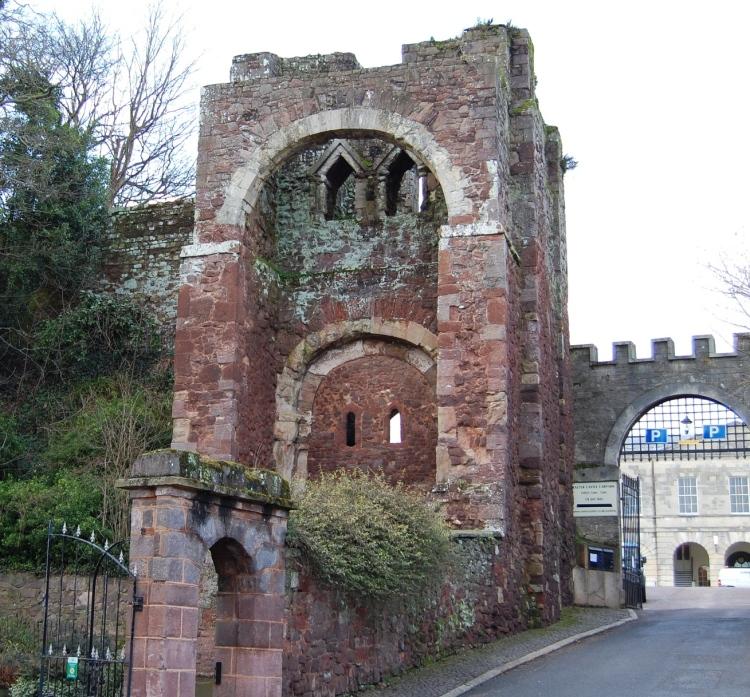 Rougemont_Castle_gatehouse,_2010_(cropped).jpg